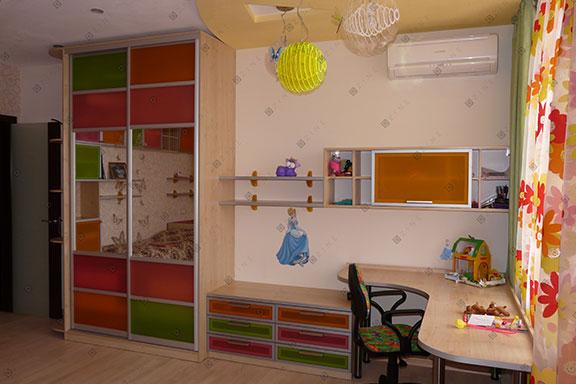 Мебель в совмещенную детскую комнату