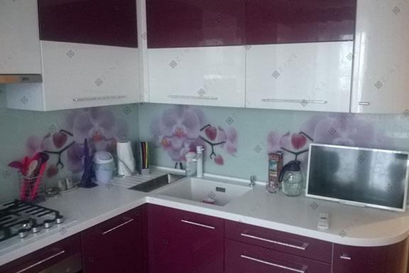 Кухонный гарнитур с каменной столешницей на заказ