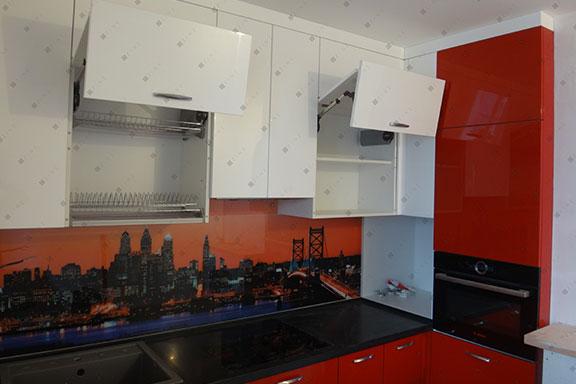Кухонный гарнитур с крашенными фасадами