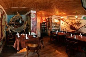 Что украшает интерьер ресторана