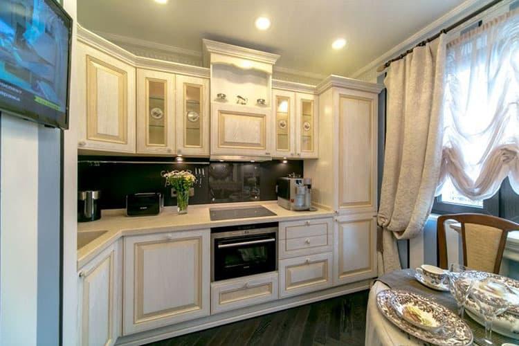 Интерьер кухни в стиле прованс - уместно ли использование цвета беж