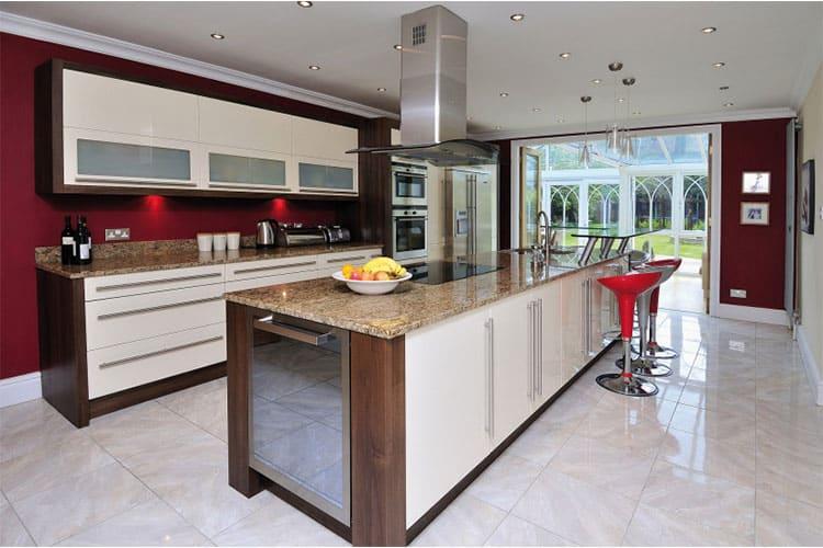 изготовление барной стойки для кухонного помещения