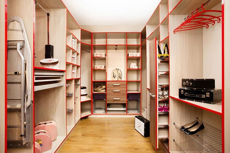 Как выглядит гардеробная комната