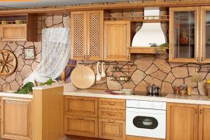 Какую отделку стен для кухни выбрать
