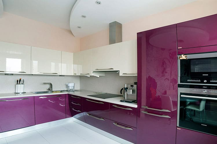 кухонные гарнитуры с глянцевой поверхностью