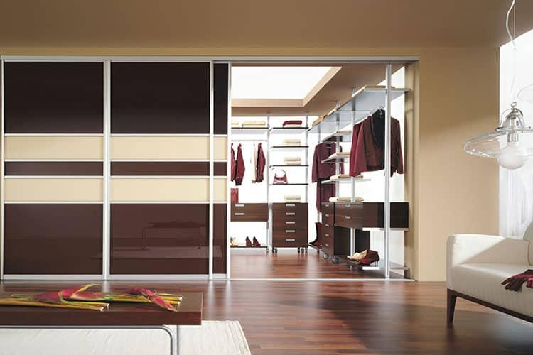 Преимущества и недостатки гардеробной комнаты