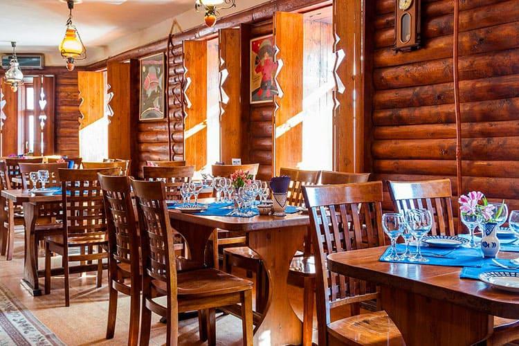 Ресторан в деревенском стиле