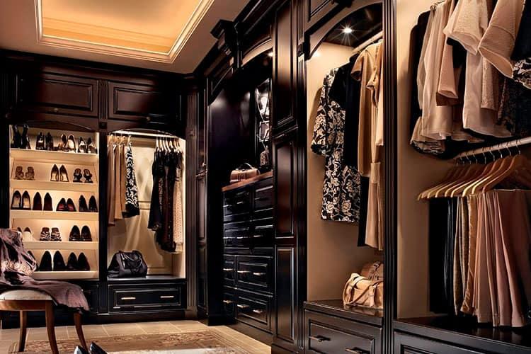 Существующие варианты обустройства гардеробных отсеков